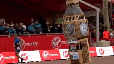 Photo of Un corredor acaba la Maratón de Londres disfrazado de Big Ben. Pero no cabe por la línea de meta